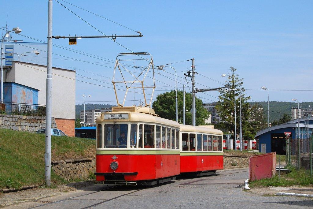Fotogalerie » KPS Brno vv4 301 | KPS Brno 4MT 126 | Brno | vozovna Medlánky