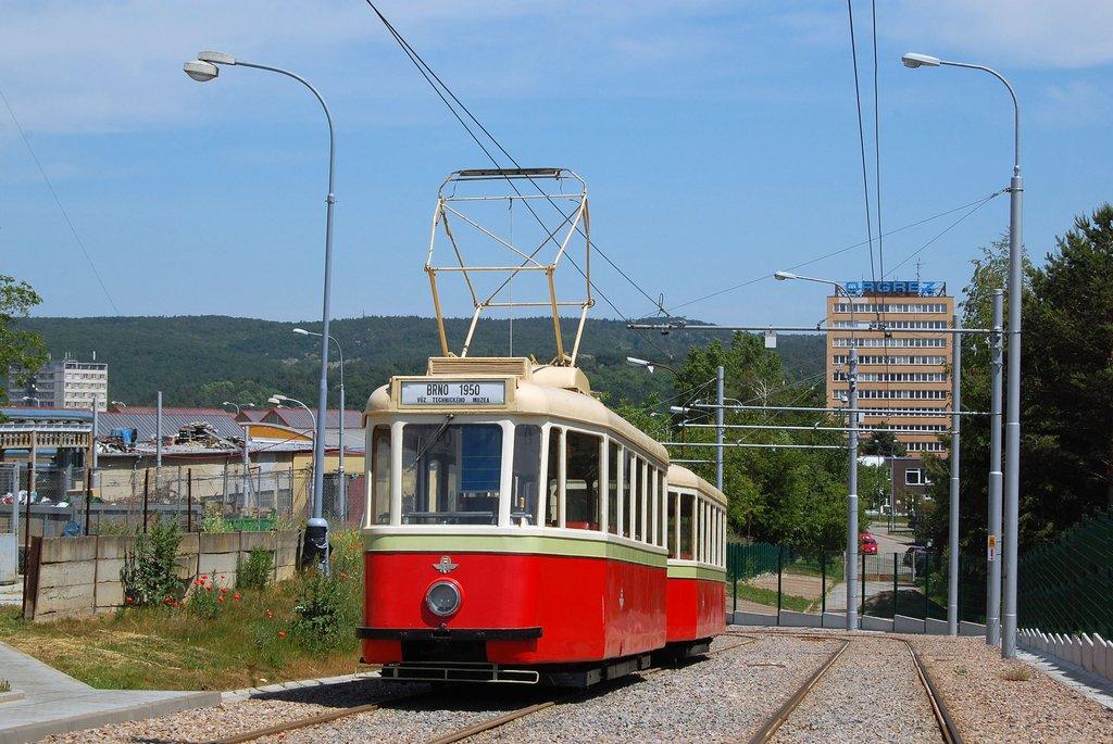 Fotogalerie » KPS Brno 4MT 126 | KPS Brno vv4 301 | Brno | vozovna Medlánky