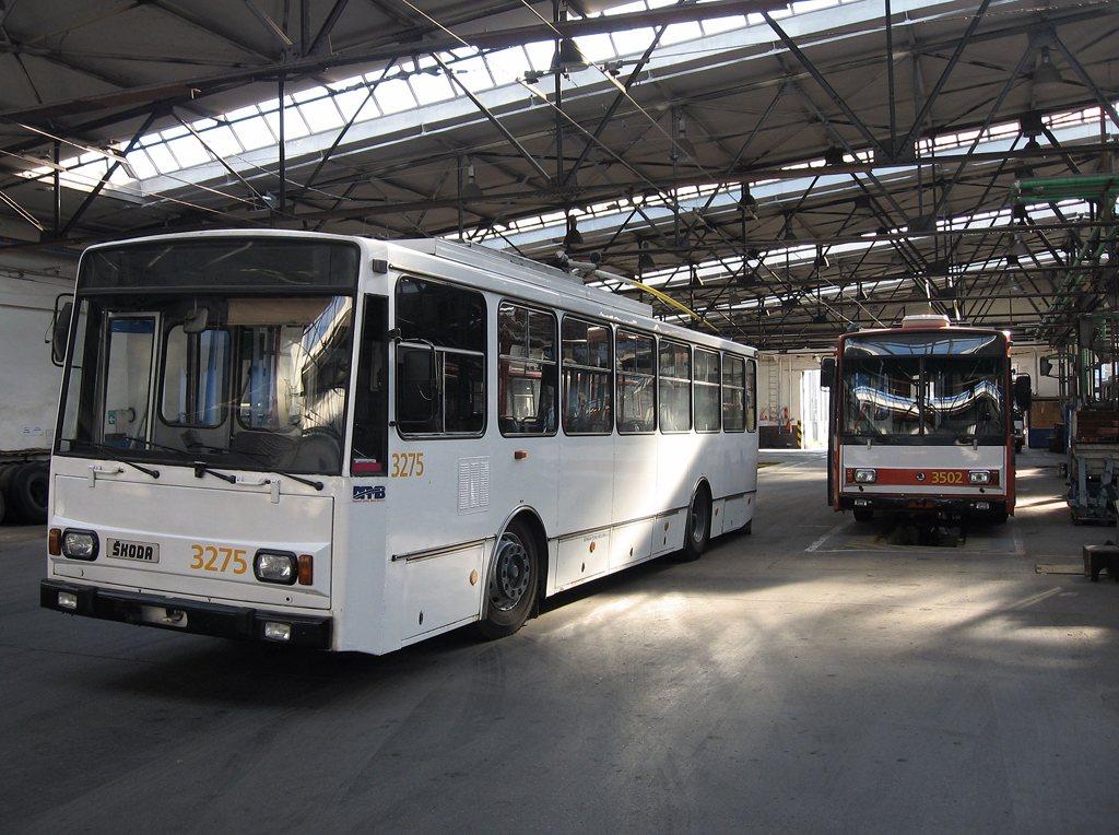 Fotogalerie » Škoda 14Tr17/6M 3275 | Škoda 15TrM 3502 | Brno | Vozovna Husovice