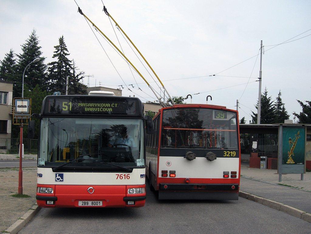 Fotogalerie » Irisbus Citybus 12M 2071.40 7616 | Škoda 14TrR 3219 | Brno | Masarykova Čtvrť | Barvičova | Barvičova