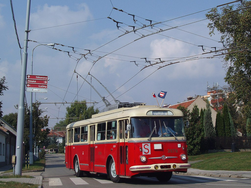Fotogalerie » Škoda 9Tr17 3076   Brno   Slatina   Tilhonova