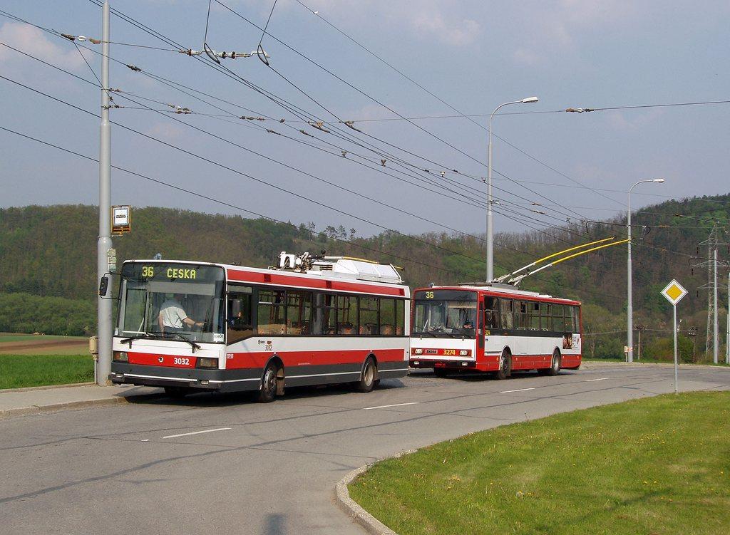 Fotogalerie » Škoda 21Tr 3032 | Škoda 14Tr17/6M 3274 | Brno | Komín | Řezáčova | Komín, sídliště
