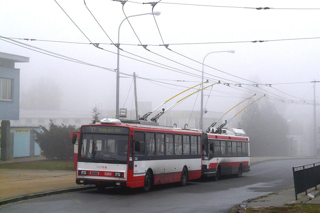 Fotogalerie » Škoda 14Tr17/6M 3283   Brno   Kohoutovice   Libušina třída   Jírovcova, smyčka