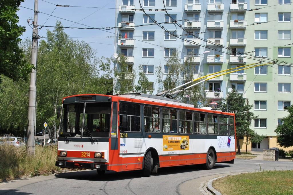 Fotogalerie » Škoda 14Tr08/6 3214 | Brno | Kohoutovice | Žebětínská | Kohoutovice, hájenka