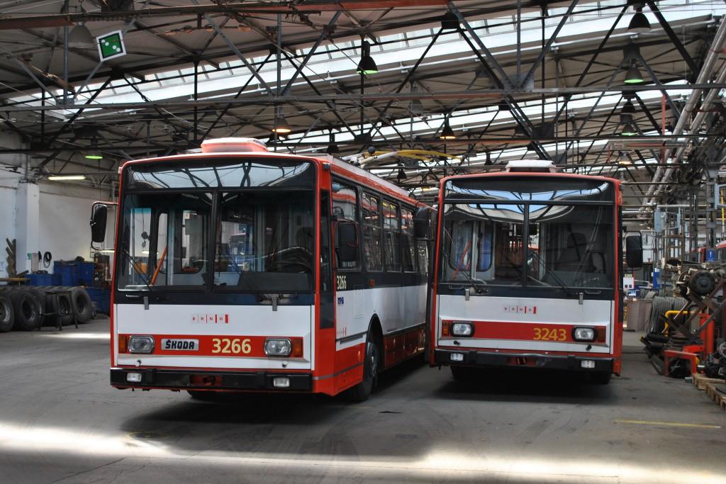 Fotogalerie » Škoda 14TrR 3266 | Škoda 14TrR 3243 | Brno | Husovice | Svitavská | Vozovna Husovice