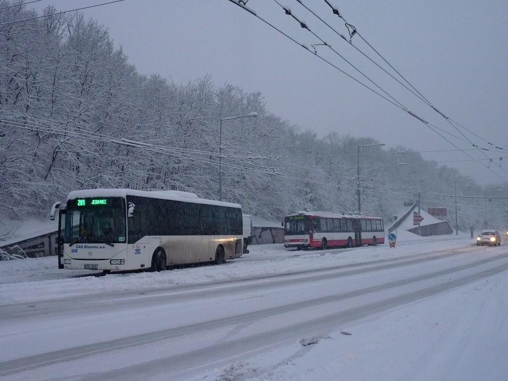 Fotogalerie » Irisbus Crossway LE 12M 7B9 9604   Škoda 15TrM 3508   Brno   Židenice   Rokytova   Akátky