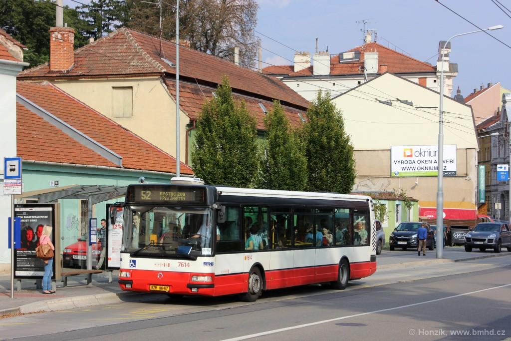 Fotogalerie » Irisbus Citybus 12M 2071.30 BZM 86-67 7614 | Brno | Staré Brno | Hlinky | Výstaviště, Hlavní vstup