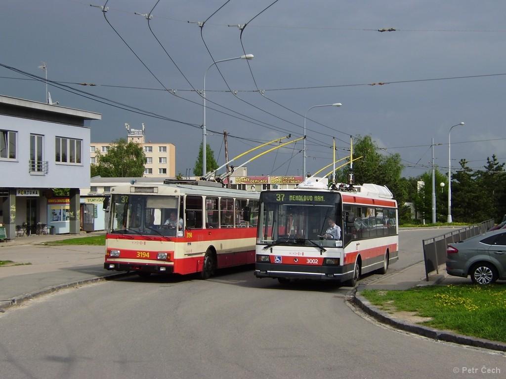 Fotogalerie » Škoda 14Tr07 3194 | Škoda 21Tr 3002 | Brno | Kohoutovice | Jírovcova, smyčka