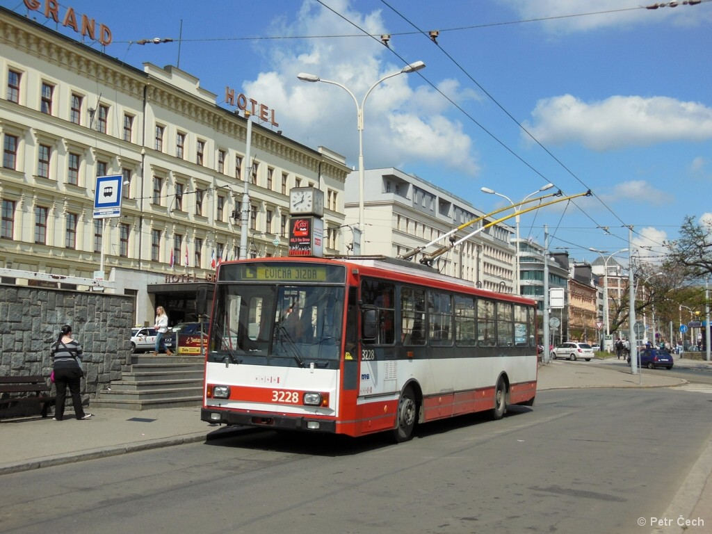 Fotogalerie » Škoda 14TrR 3228 | Brno | střed | Benešova | Hlavní nádraží, smyčka