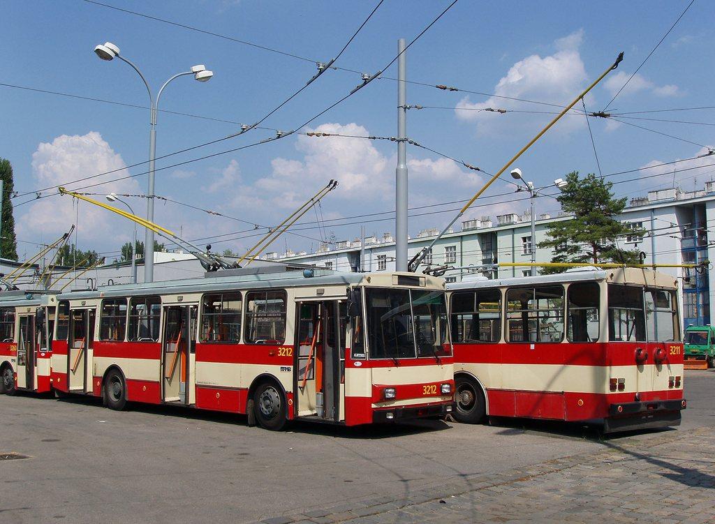 Fotogalerie » Škoda 14Tr08/6 3212 | Škoda 14Tr08/6 3211 | Brno | Vozovna Husovice