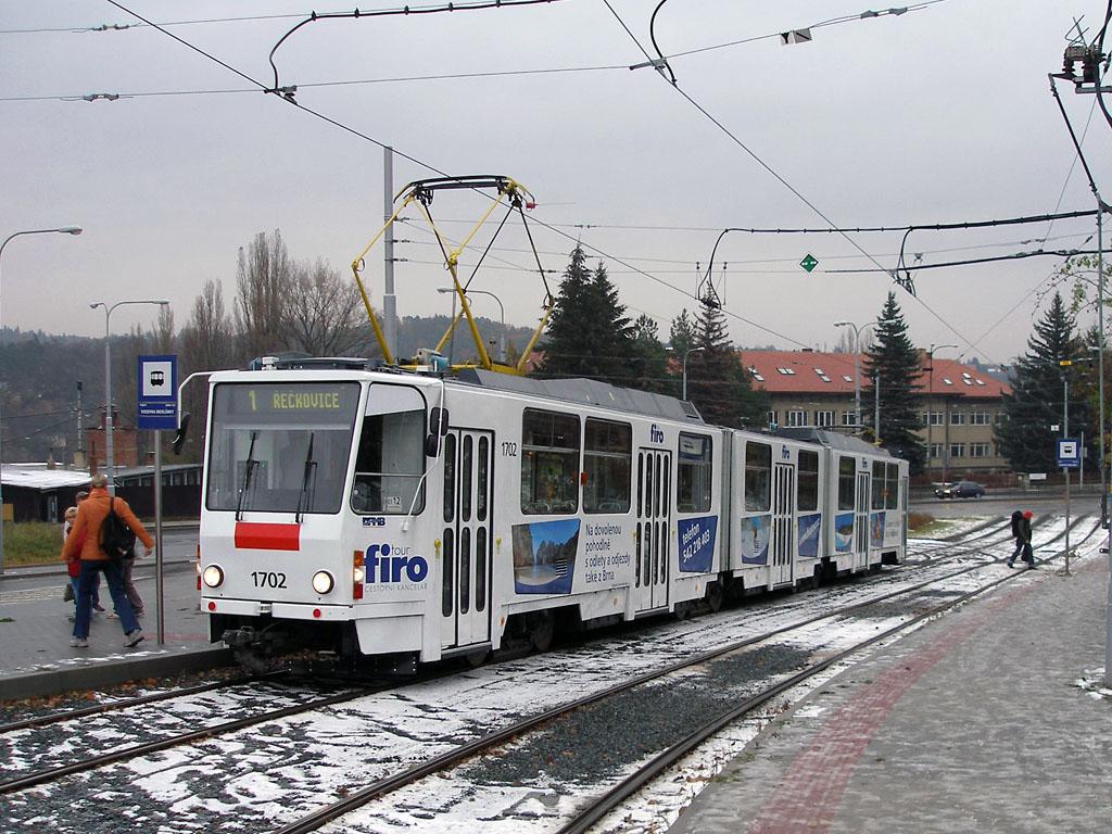 Fotogalerie » ČKD Tatra KT8D5 1702   Brno   Medlánky   Vozovna Medlánky