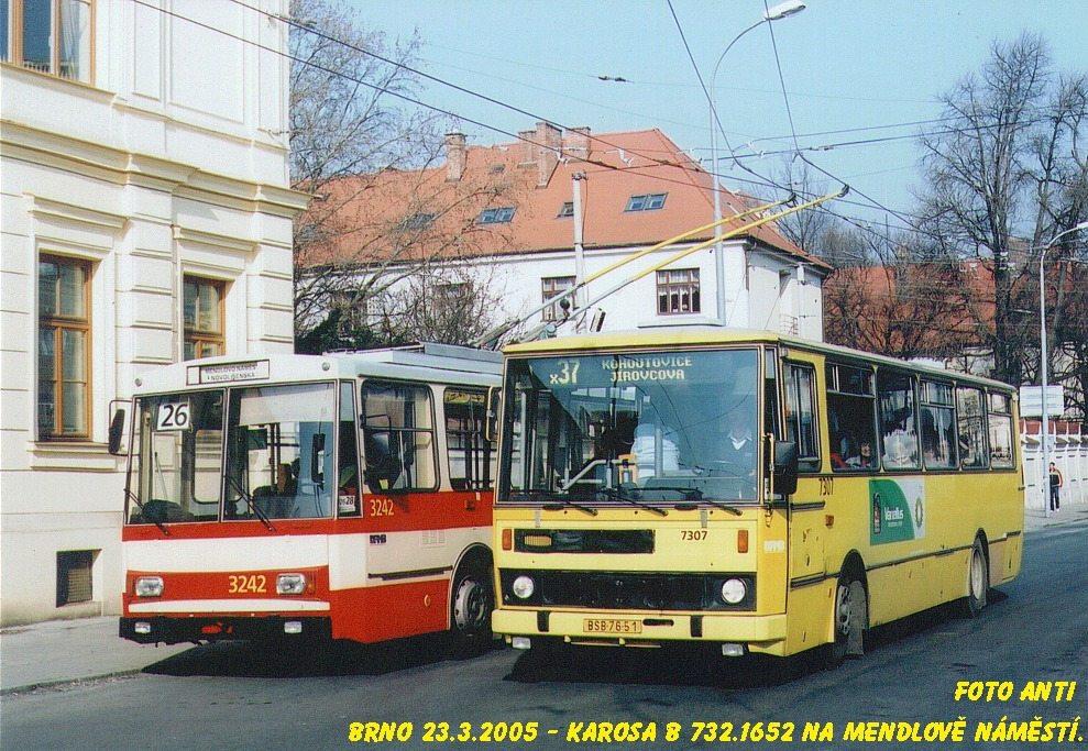 Fotogalerie » Karosa B732.1652 7307   Škoda 14Tr10/6 3242   Brno   Staré Brno   Mendlovo náměstí