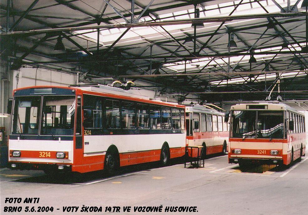 Fotogalerie » Škoda 14Tr10/6 3241   Škoda 14Tr08/6 3214   Brno   Vozovna Husovice