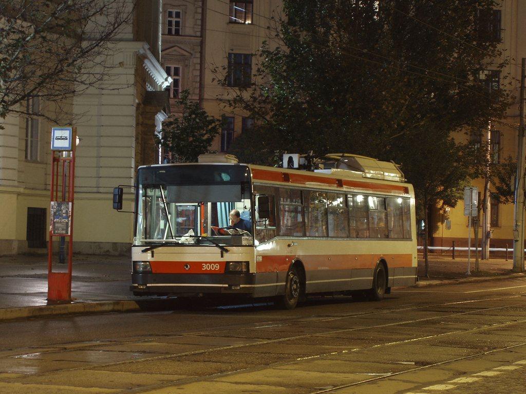 Fotogalerie » Škoda 21Tr 3009 | Brno | střed | Komenského náměstí | Komenského náměstí