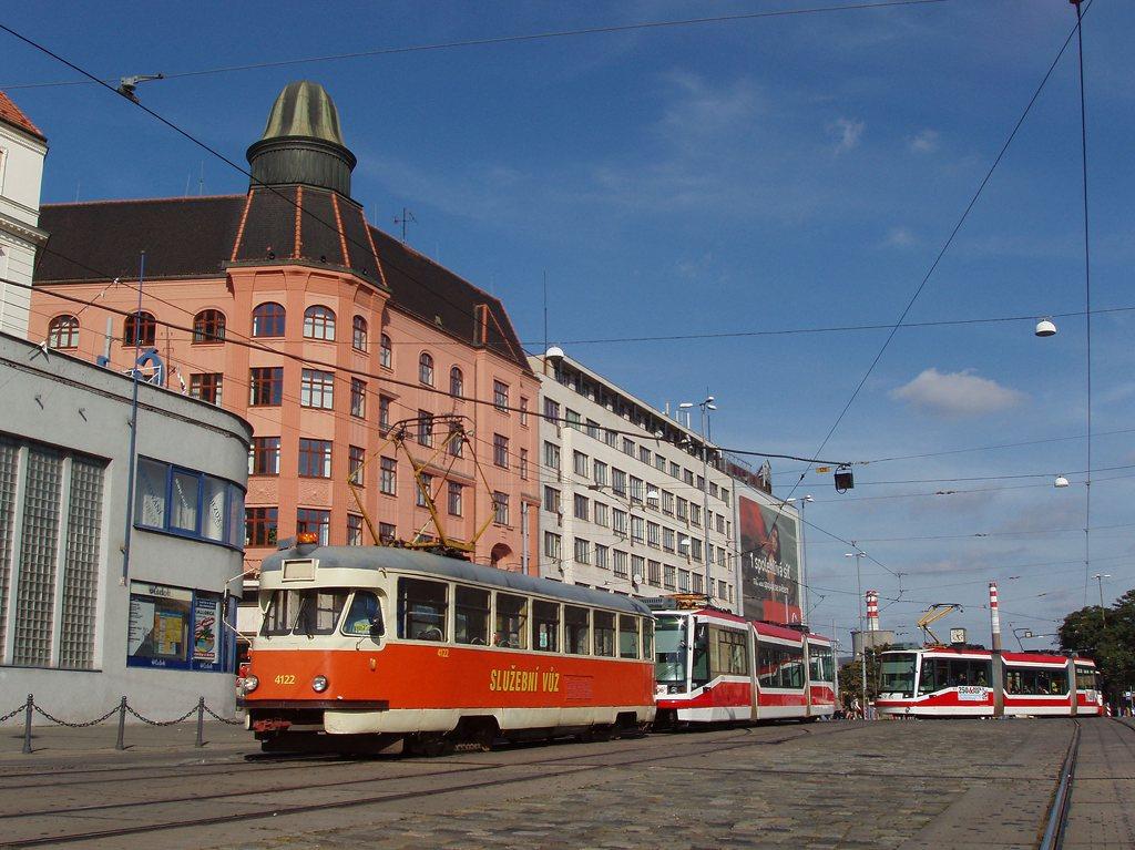 Fotogalerie » Tatra T2 služební 4122 | Škoda 03T6 1806 | Brno | střed | Nádražní