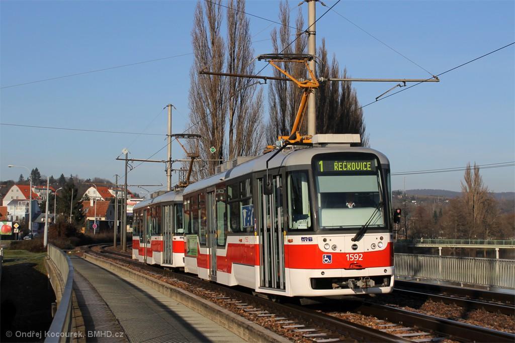 Fotogalerie » Pragoimex VarioLFR.E 1592 | Pragoimex VarioLFR.E 1574 | Brno | Bystrc | Kníničská