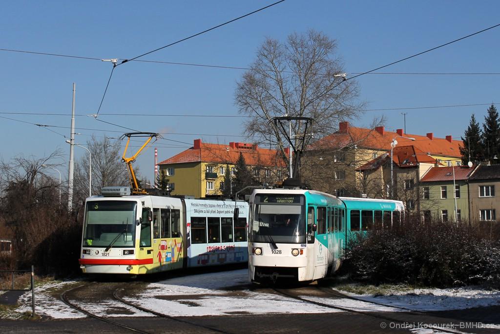 Fotogalerie » Škoda 03T7 1821 | ČKD Tatra K2R 1028 | Brno | Židenice | Stará Osada, smyčka