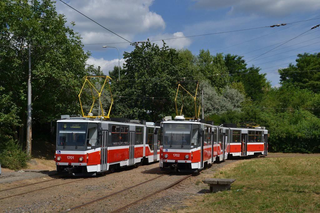 Fotogalerie » ČKD Tatra KT8D5R.N2 1701   ČKD Tatra KT8D5R.N2 1702   Brno   Líšeň   Novolíšeňská, smyčka