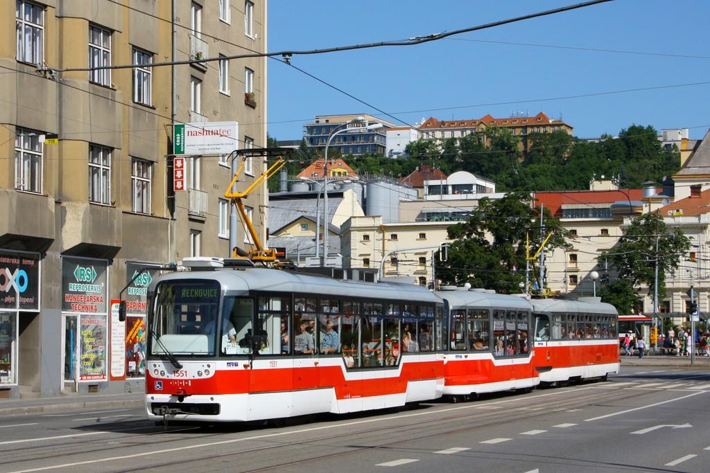 Fotogalerie » Pragoimex VarioLFR.E 1551 | Pragoimex VV60LF 1301 | Pragoimex T3R.EV 1569 | Brno | Staré Brno | Křížová