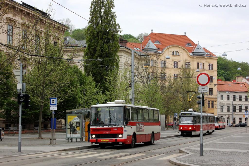 Fotogalerie » Karosa B732.1654.3 BSC 39-62 7390 | ČKD Tatra K2P 1042 | Brno | střed | Komenského náměstí | Komenského náměstí