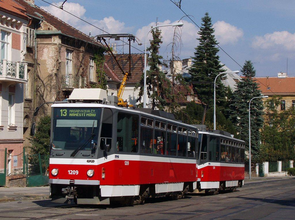 Fotogalerie » ČKD DS T6A5 1209 | ČKD DS T6A5 1210 | Brno | Veveří | Údolní | Všetičkova