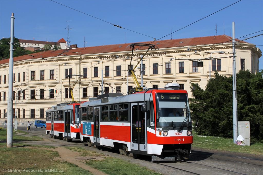 Fotogalerie » ČKD DS T3R 1667 | ČKD DS T3R 1668 | Brno | Staré Brno | Mendlovo náměstí