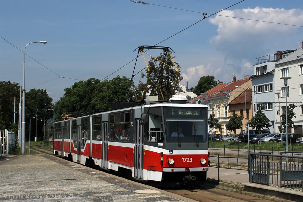 Fotogalerie » ČKD Tatra KT8D5R.N2 1723 | Brno | Pisárky | Hlinky | Výstaviště, hlavní vstup