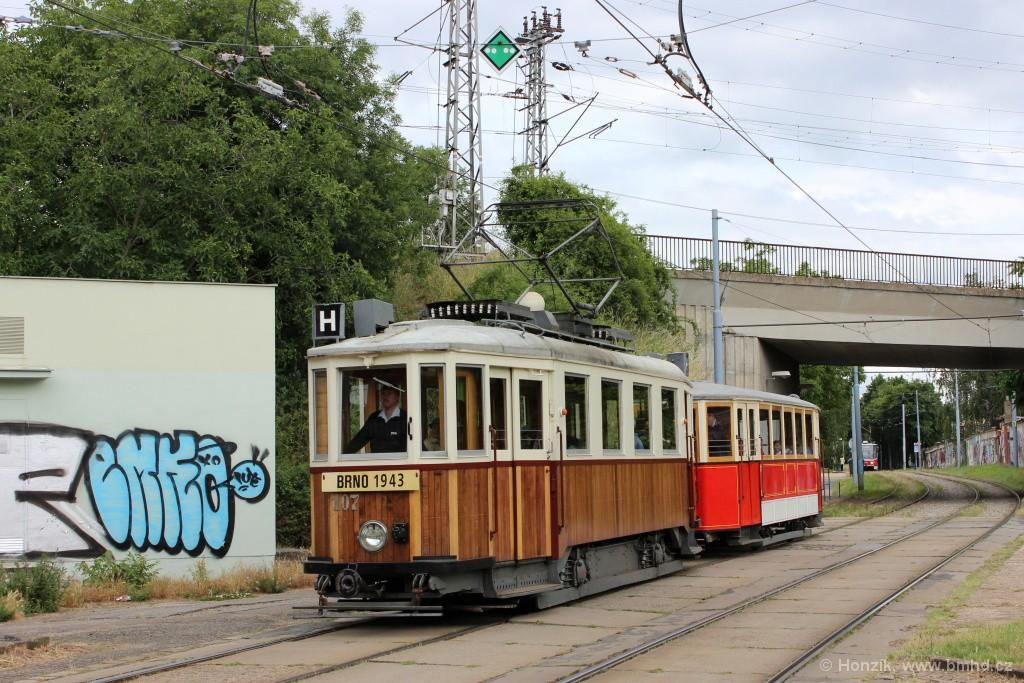 Fotogalerie » KPS Brno mv6.3 107 | Ringhoffer vv2.ringh 215 | Brno | Židenice | Nezamyslova