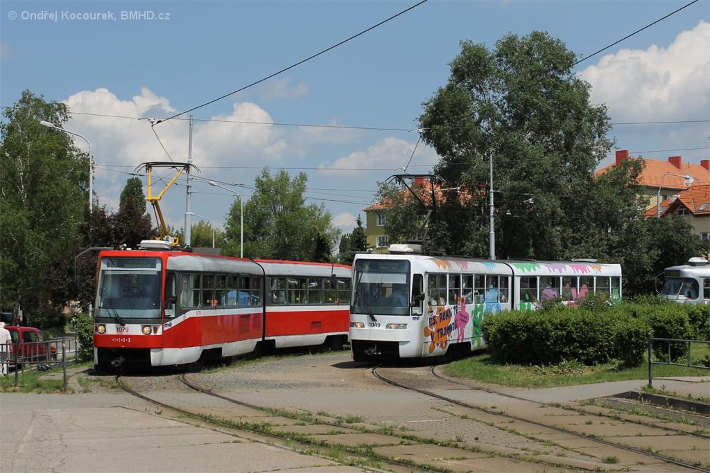 Fotogalerie » ČKD Tatra K2R03 1079 | ČKD Tatra K2R03-P 1049 | Brno | Židenice | Stará Osada, smyčka