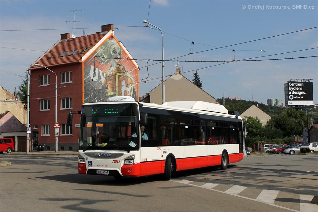 Fotogalerie » Iveco Urbanway 12M CNG 1BC 7541 7092 | Brno | Husovice | Tomkovo náměstí