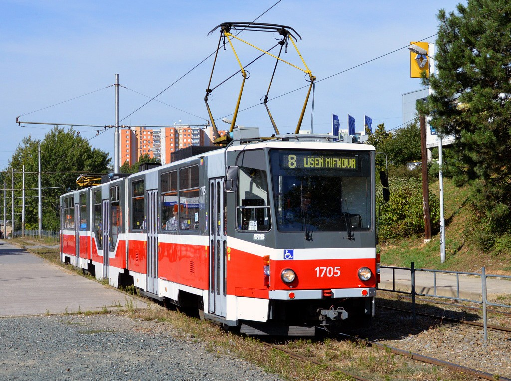 Fotogalerie » ČKD Tatra KT8D5R.N2 1705 | Brno | Líšeň | Novolíšeňská | Novolíšeňská