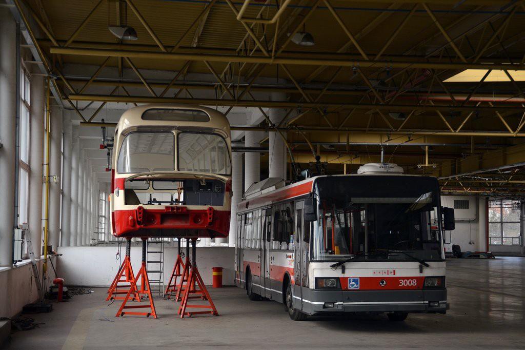 Fotogalerie » Karosa - ČKD Tatra T401 461 | Škoda 21Tr 3008 | Brno | Komín | vozovna Komín