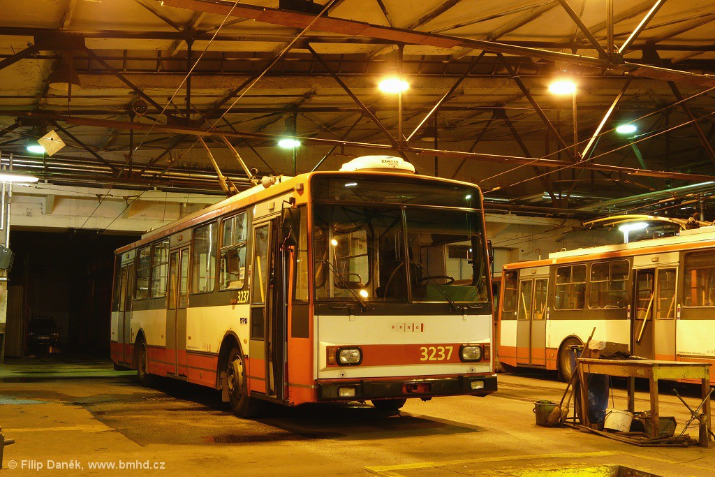 Fotogalerie » Škoda 14TrR 3237   Brno   Vozovna Husovice