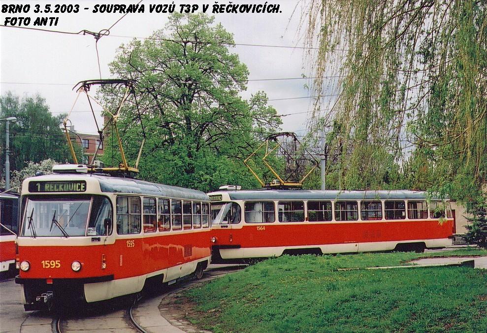 Fotogalerie » ČKD Tatra T3P 1595   ČKD Tatra T3P 1564   Brno   Řečkovice   Terezy Novákové   Řečkovice, smyčka
