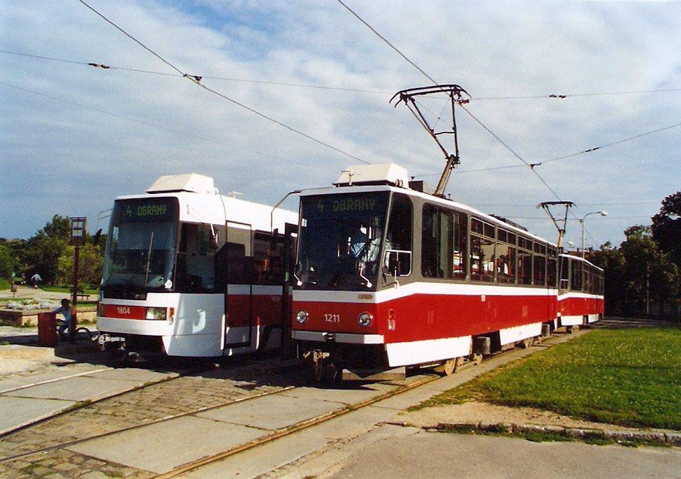 Fotogalerie » ČKD DS T6A5 1211 | ČKD DS RT6N1 1804 | Brno | Masarykova čtvrť | Náměstí míru | Náměstí Míru, smyčka