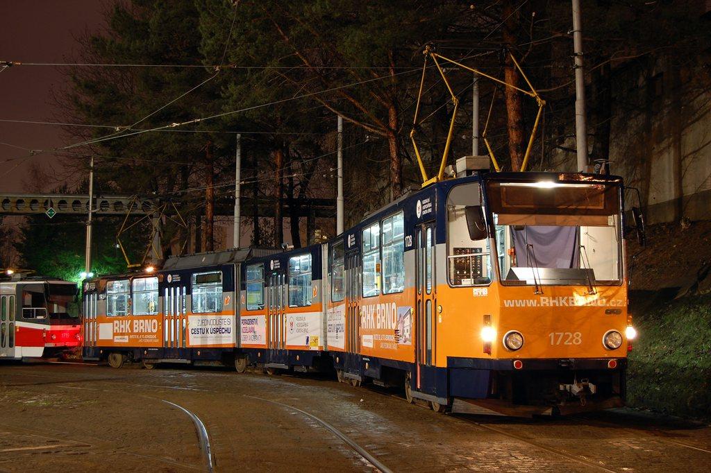Fotogalerie » ČKD Tatra KT8D5SU 1728 | Brno | vozovna Medlánky