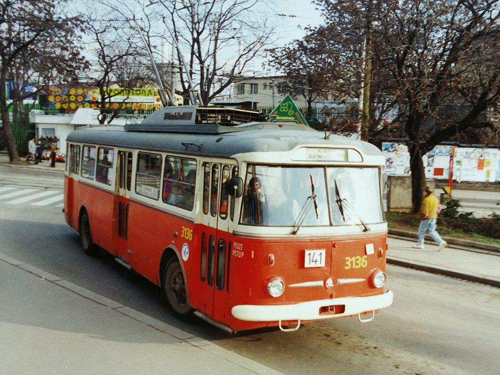 Fotogalerie » Škoda 9TrHT28 3136   Brno   střed   Hlavní nádraží, smyčka