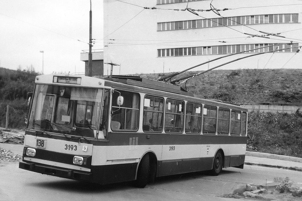 Fotogalerie » Škoda 14Tr07 3193 | Brno | Kamenný Vrch | Petra Křivky | Koniklecová