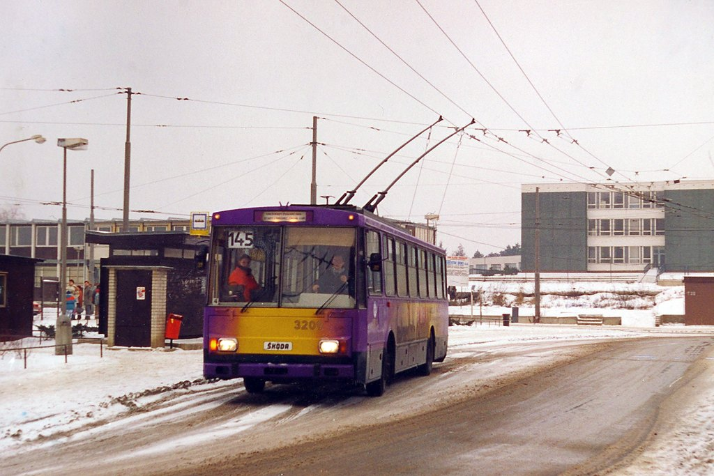 Fotogalerie » Škoda 14Tr08/6 3209 | Brno | Vinohrady | Pálavské náměstí | Pálavské náměstí