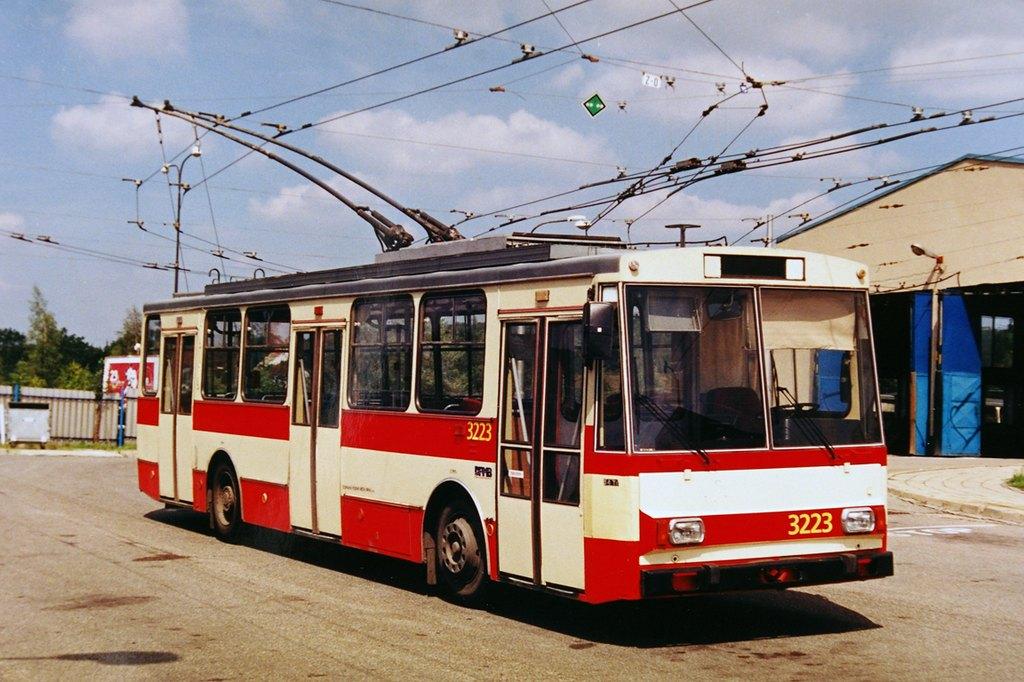 Fotogalerie » Škoda 14Tr08/6 3223 | Brno | Vozovna Slatina