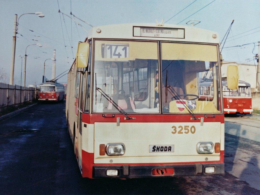 Fotogalerie » Škoda 14Tr10/6 3250 | Brno | Vozovna Slatina