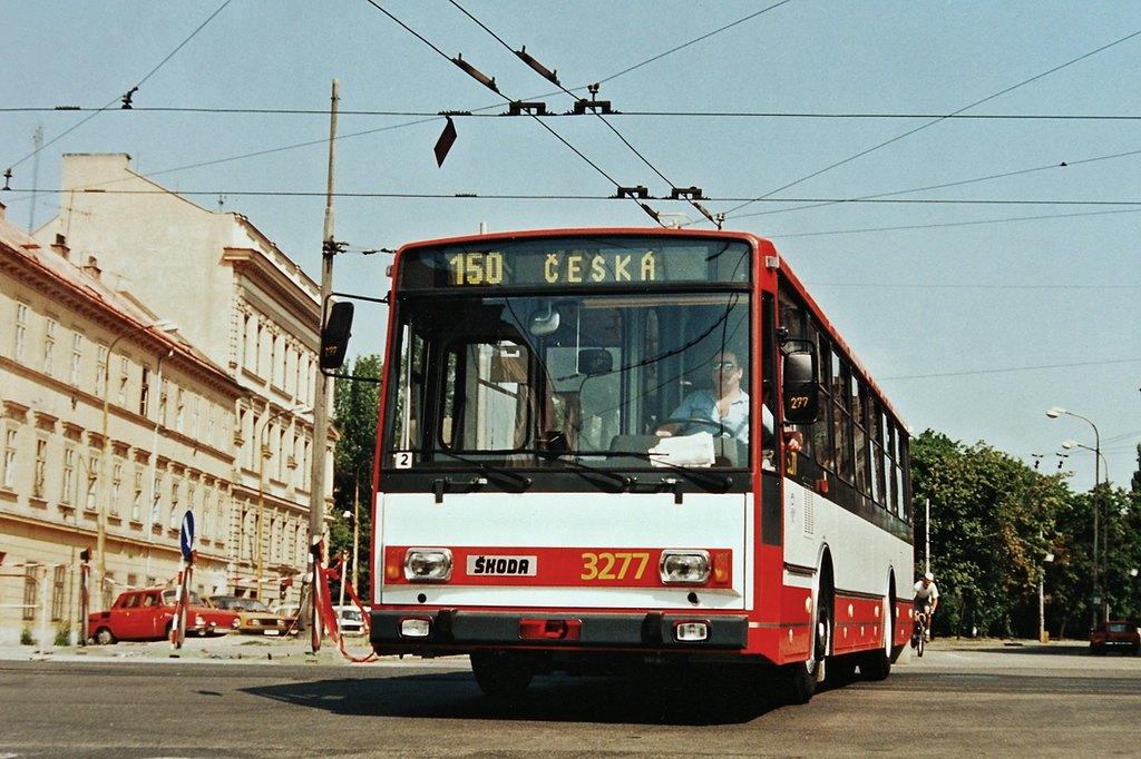Fotogalerie » Škoda 14Tr17/6M 3277 | Brno | Černá Pole | náměstí 28. října