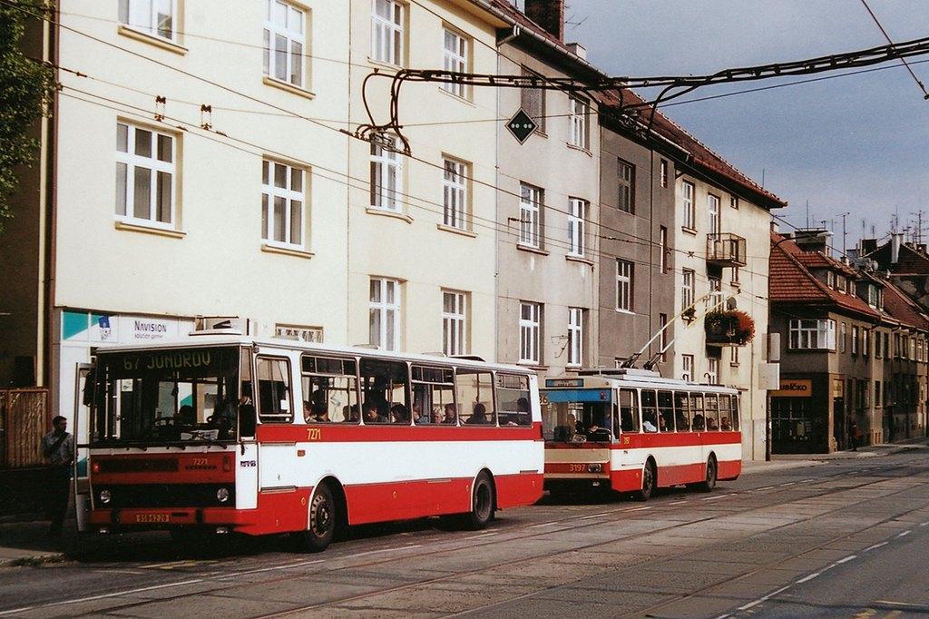 Fotogalerie » Karosa B732.40 7271 | Škoda 14Tr07 3197 | Brno | Královo Pole | Purkyňova | Skácelova