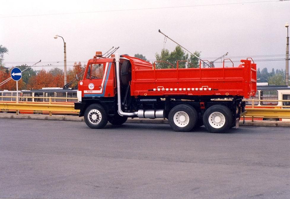 Fotogalerie » Tatra Tatra T 815 S3 BSB 06-26 5210   Brno   Slatina   vozovna Slatina