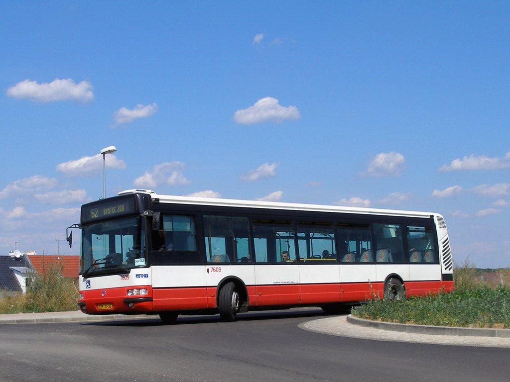Fotogalerie » Irisbus Citybus 12M 2071.20 7609 | Brno | Žebětín | Bartolomějská | Bartolomějská, smyčka