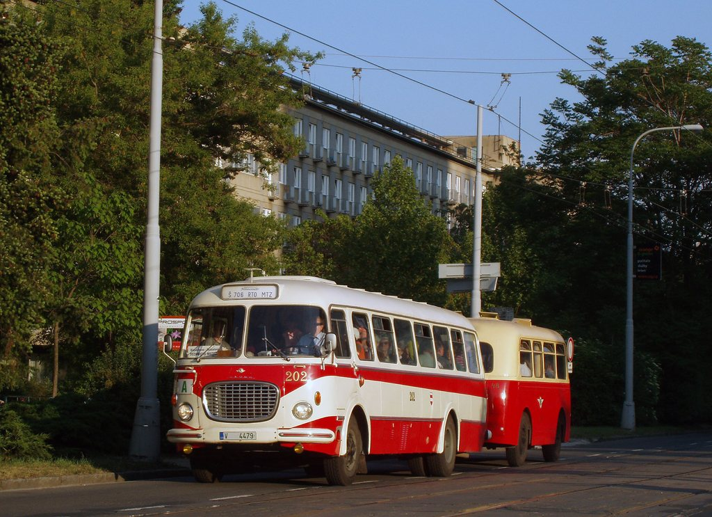 Fotogalerie » Karosa Škoda 706 RTO MTZ 202   Karosa Karosa B40 48   Brno   střed   Kounicova