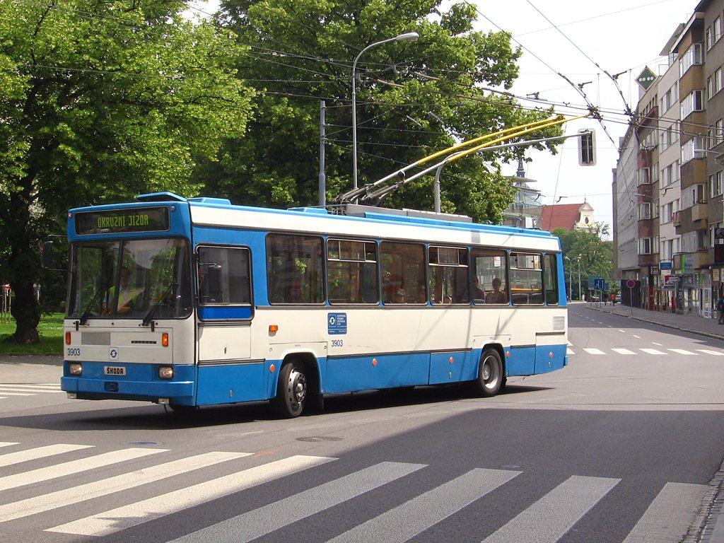 Fotogalerie » Škoda + Karosa 17Tr 3903 | Brno | střed | Kounicova