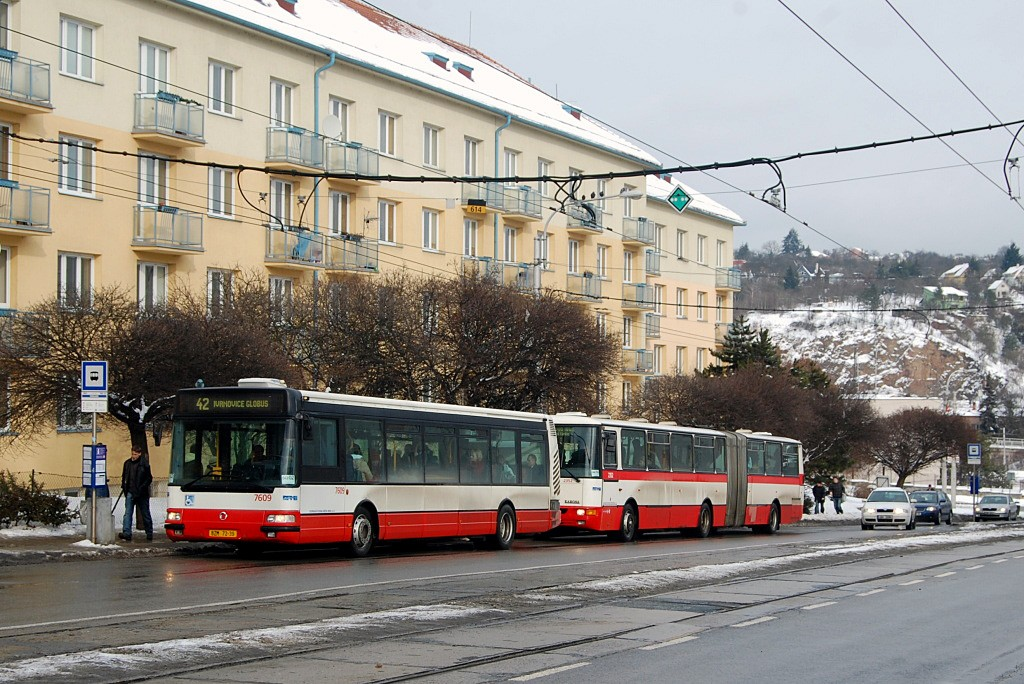 Fotogalerie » Irisbus Citybus 12M 2071.20 BZM 72-39 7609 | Karosa B941E.1962 BSH 14-52 2352 | Brno | Královo Pole | Kosmova | Semilasso
