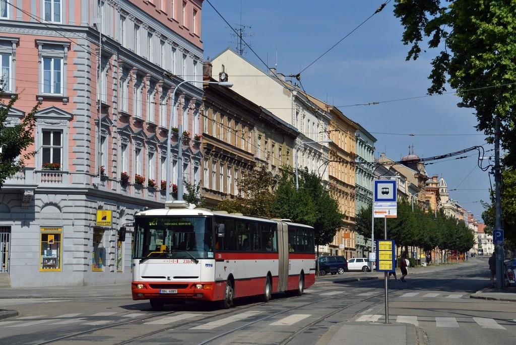 Fotogalerie » Karosa B961E.1970 9B4 4081 2384   Brno   střed   Veveří   Grohova