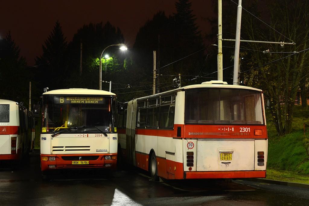 Fotogalerie » Karosa B941E.1962 BSH 14-54 2354 | Karosa B741.1916 BSC 28-97 2301 | Brno | Medlánky | Vozovna Medlánky